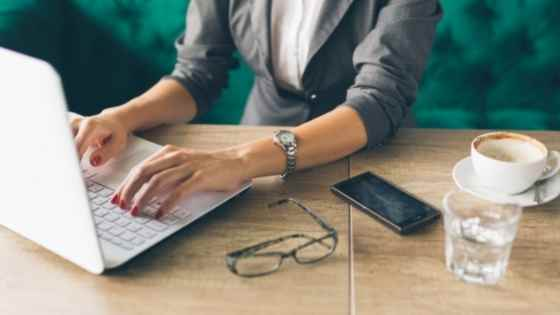 woman freelance writing